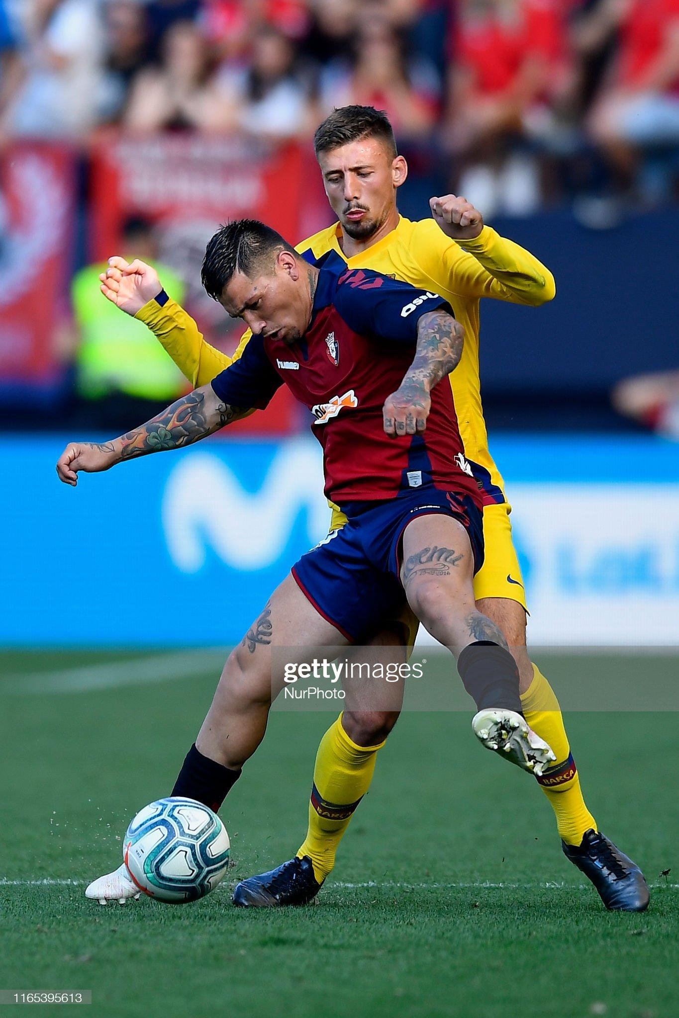صور مباراة : أوساسونا - برشلونة 2-2 ( 31-08-2019 )  Chimy-avila-of-osasuna-and-clement-lenglet-of-barcelona-competes-for-picture-id1165395613?s=2048x2048