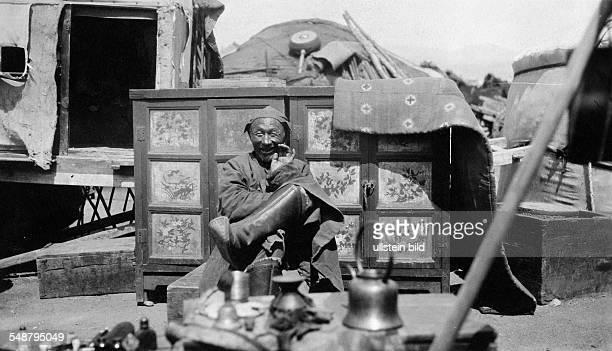 A Mongolian street vendor selling tea about 1931 Photographer Heinz von Perkhammer Vintage property of ullstein bild