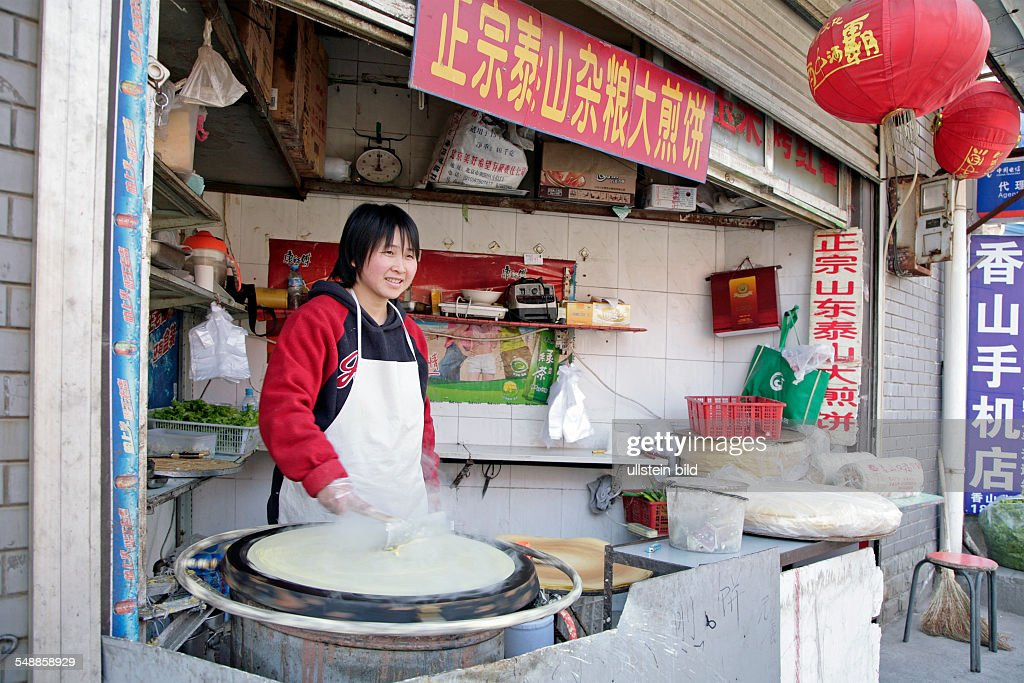 China Beijing Beijing - cookshop on the way to the monastery : News Photo