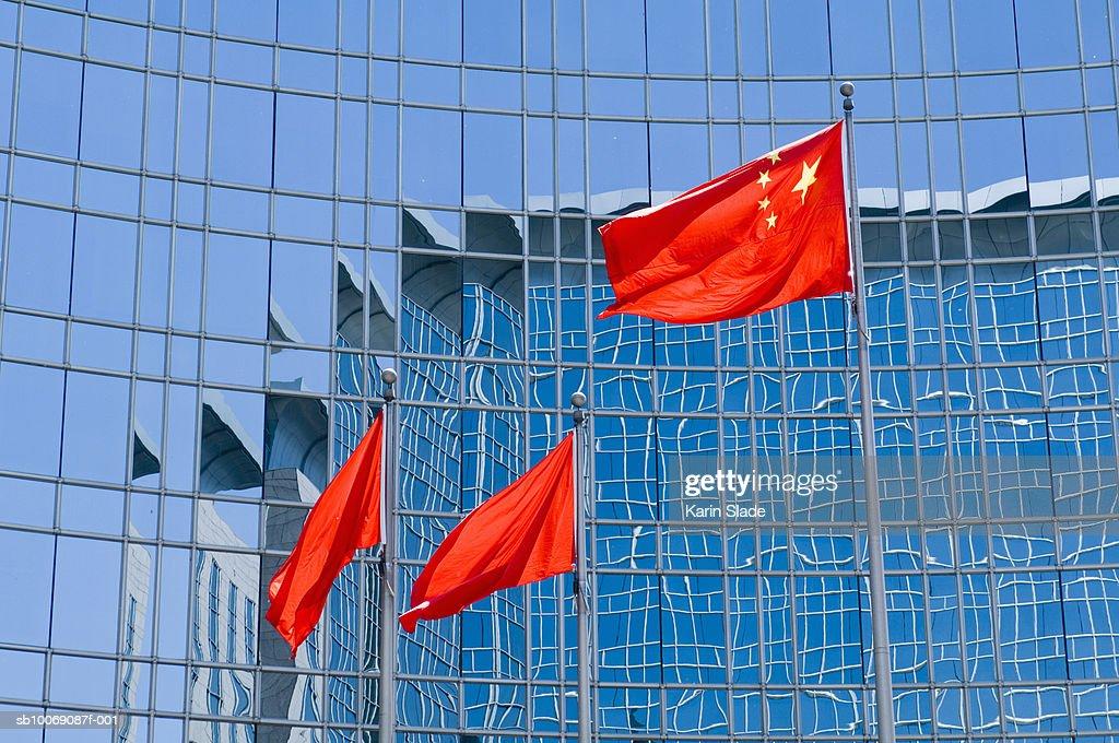 China, Beijing, Flag in front of Grand Hyatt Hotel : Stockfoto