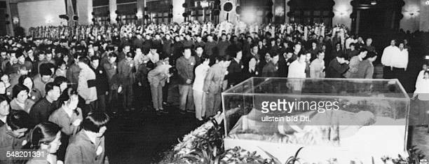 China Beijing Mao Zedong *26121893 Politician communist President of the People's Republic of China 19491976 Mao's funeral people paying their last...