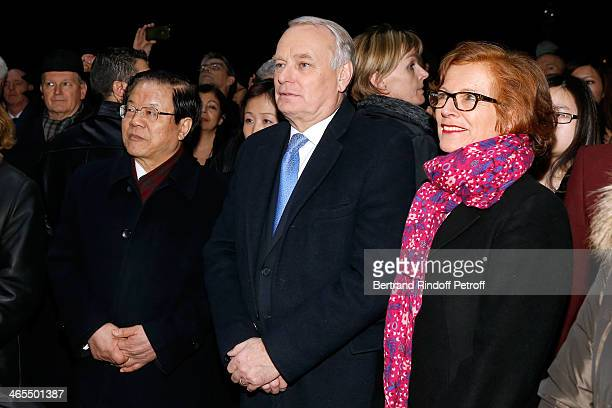 China Culture Minister Cai Wu and French Prime Minister JeanMarc Ayrault with his wife Brigitte Ayrault watch the Bartabas show whyle the 'Nuit De La...