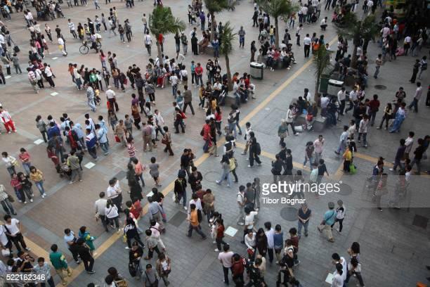 china, guangdong province, guangzhou, xiajiu lu pedestrian street, crowd of people - explosion démographique photos et images de collection