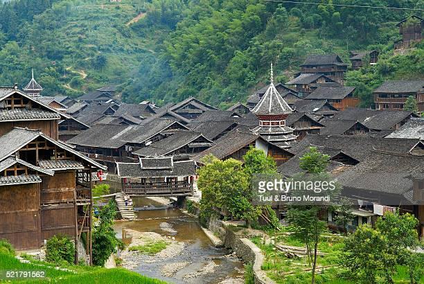china, guizhou province, dong village of zhaoxing - province du guizhou photos et images de collection