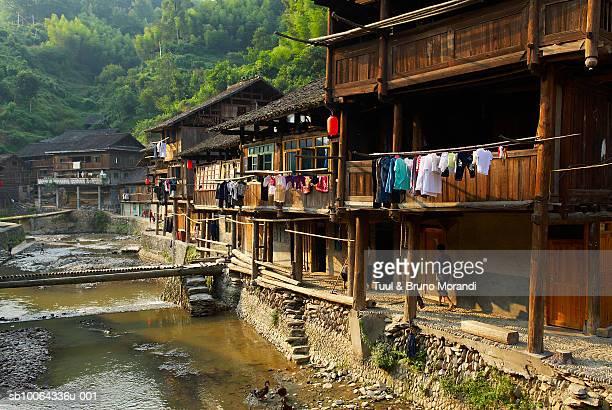 china, guizhou province, wooden house in zhaoxing village - province du guizhou photos et images de collection