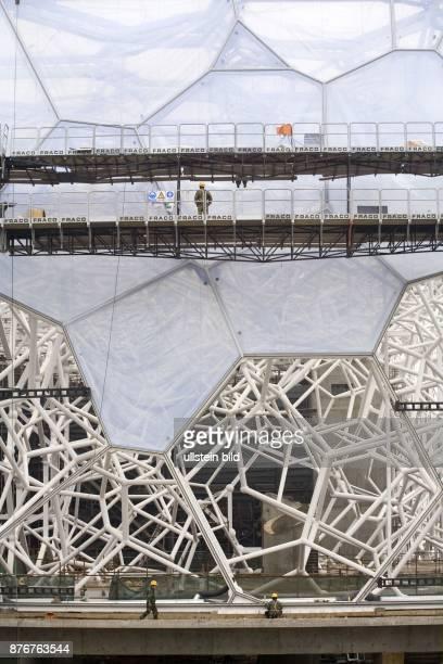 China Hebei Beijing Sommerolympiade 2008 im Bau befindliche Aussenfassade des Schwimmstadions   Summer Olympics 2008 cladding of the National...