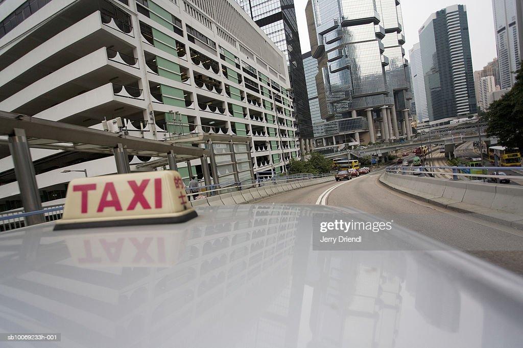 China, Hong Kong, Kowloon, Sign on taxi roof, close-up : Stockfoto