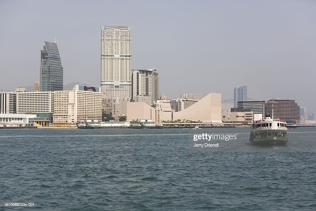 China, Hong Kong, Star ferry and skyscrapers : Stockfoto
