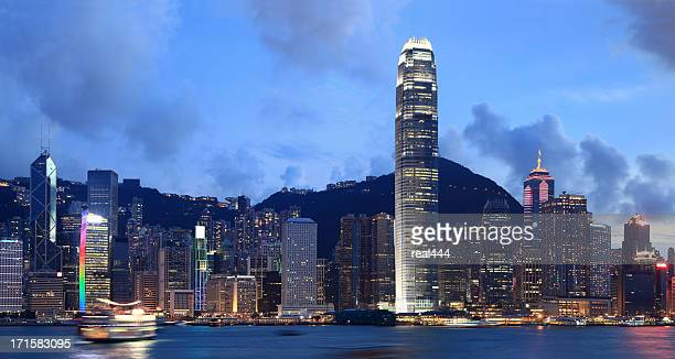 china hongkong night - two international finance center stock pictures, royalty-free photos & images