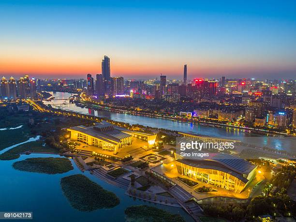 china, hubei province, wuhan, sunset over wuhan city - wuhan imagens e fotografias de stock