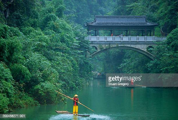 China, hubei, Yi Chang, Shi Pai Village, man on raft