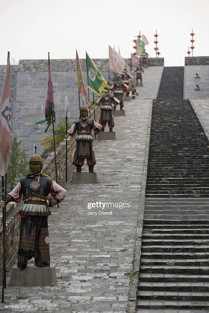 China, Jiangsu Province, Nanjing, warrior statues lining steps of Zhonghua Gate : Stockfoto