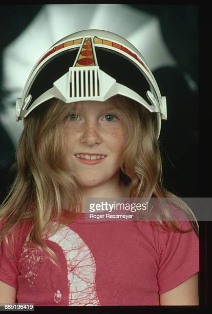 China Kantner Wearing Toy Space Helmet