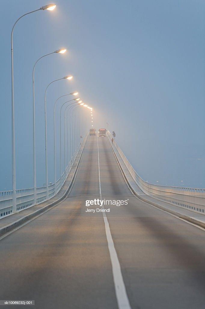 China, Macau Special Administrative Region, Macau-Taipa Bridge on foggy day at dusk. : Stockfoto
