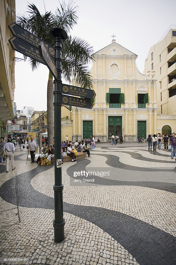 China, Macau Special Administrative Region, Street sign and waved pavement in front of St Dominic's Church : Stockfoto