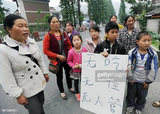 LUSHAN China People show reporters a message reading 'We have no food or housing and no one is taking care of us' in Lushan county in Ya'an in the...