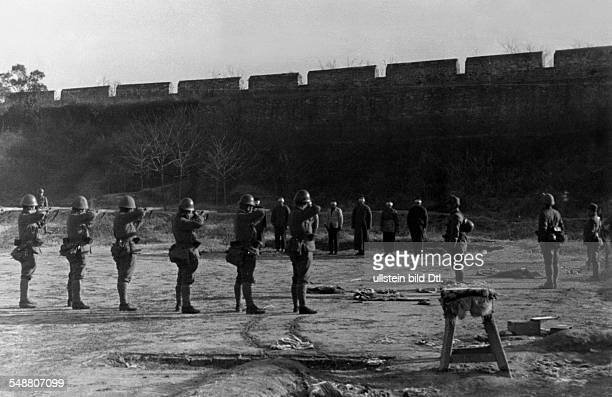 China Second SinoJapanese War 19371945 Execution of Chinese partisans in Nanking by the Japanese army 1937 Vintage property of ullstein bild