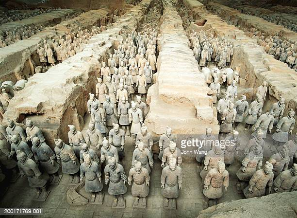 china, shaanxi, xian, tomb of qin shinhuang, terracotta soldiers - terracotta army stock pictures, royalty-free photos & images