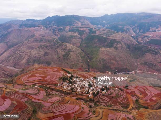 china, yunnan province, dongchuan, red land, village - provinz yunnan stock-fotos und bilder