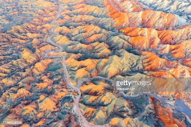 china zhangye colorful danxia natural scenery - inquadratura da un aereo foto e immagini stock