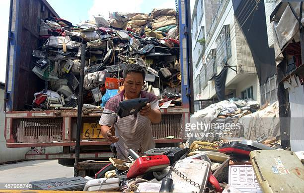 ChinaeconomytechnologyenvironmentlifestylenewseriesFEATURE by Felicia SONMEZ This photo taken on August 9 2014 shows workers unloading a truck with...