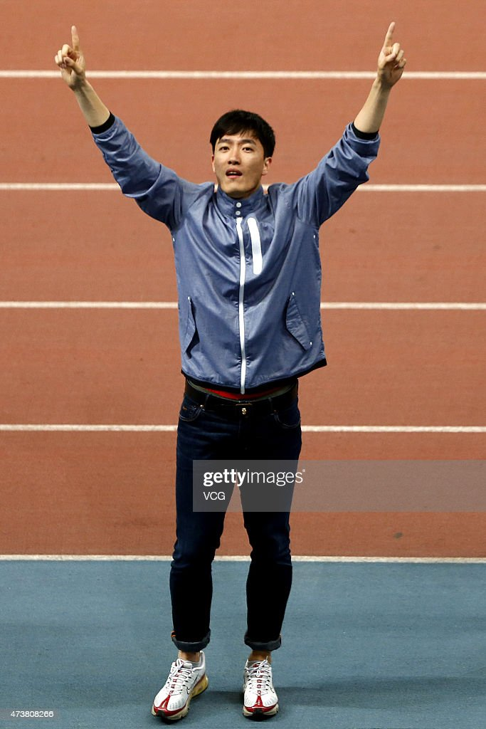 China's 110m hurdler Liu Xiang waves to the crowd during an official ceremony to mark his retirement during the Shanghai IAAF Diamond League 2015 meeting at Shanghai Stadium on May 17, 2015 in Shanghai, China.