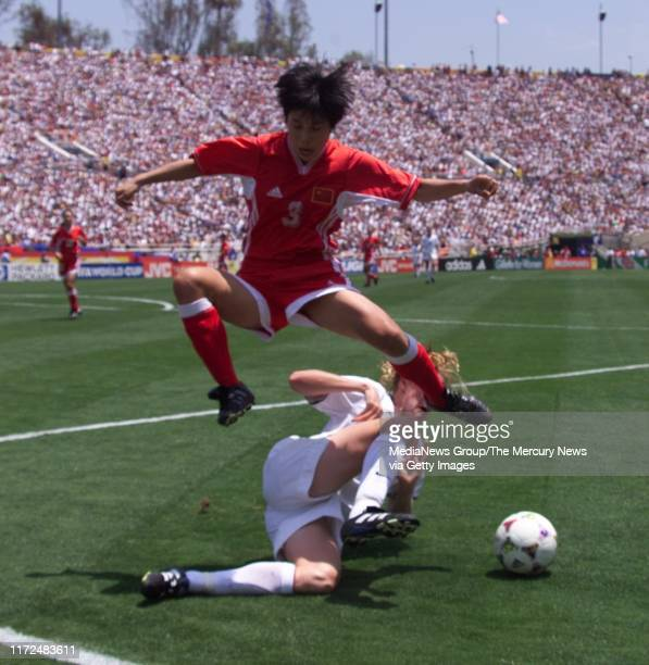 S WORLD CUP FINAL China's flys over US's #`12 Cindy Parlow in WWC final 7/10/99