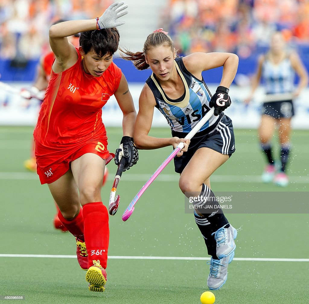 China's Mengyu Wang (L) vies for the ball with Argentina's Florencia Habif (R) during the stage group match between Argentina and China of the women's tournament of the 2014 Field Hockey World Cup in The Hague, on June 10, 2014.