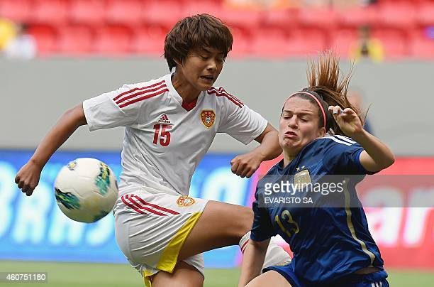 China's player Wang Shuang vies for the ball with Argentina's player Camila Gomez during the International Tournament of Brasilia 3th place football...