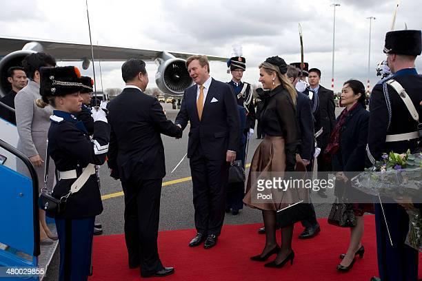 China's President Xi Jinping center left and his wife Peng Liyuan far left are greeted by King WillemAlexander of the Netherlands center and his wife...