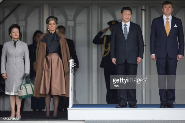 China's President Xi Jinping center right and his wife Peng Liyuan left are greeted by King WillemAlexander of the Netherlands right and his wife...
