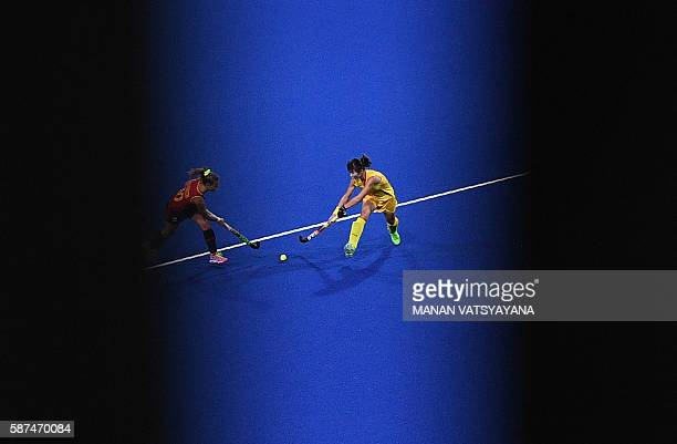 TOPSHOT China's Song Qingling vies with Spain's Berta Bonastre during the womens's field hockey Spain vs China match of the Rio 2016 Olympics Games...
