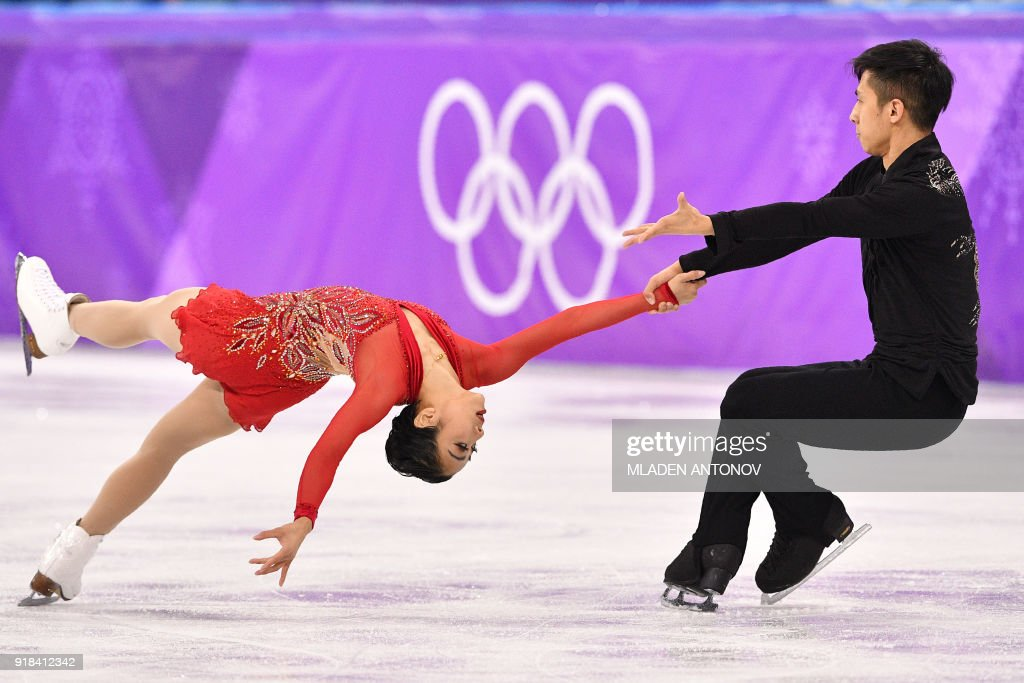 TOPSHOT - China's Sui Wenjing and China's Han Cong compete in the pair skating free skating of the figure skating event during the Pyeongchang 2018 Winter Olympic Games at the Gangneung Ice Arena in Gangneung on February 15, 2018. / AFP PHOTO / Mladen ANTONOV