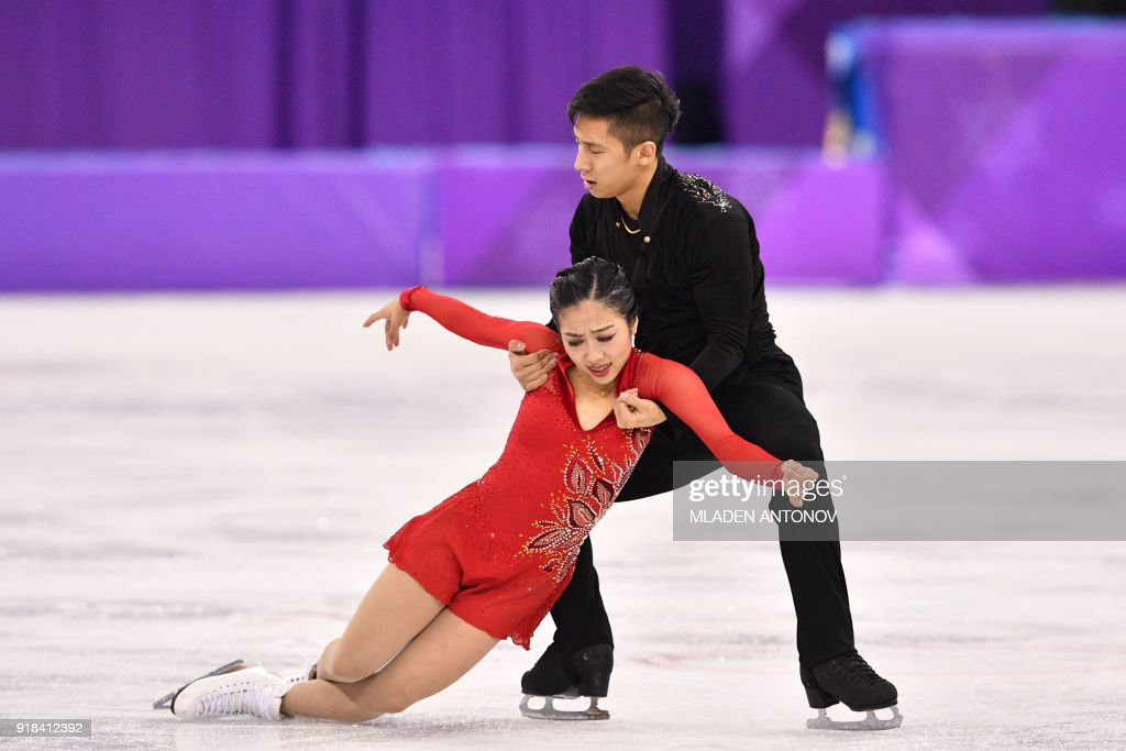 China's Sui Wenjing and China's Han Cong compete in the pair skating free skating of the figure skating event during the Pyeongchang 2018 Winter Olympic Games at the Gangneung Ice Arena in Gangneung on February 15, 2018. / AFP PHOTO / Mladen ANTONOV