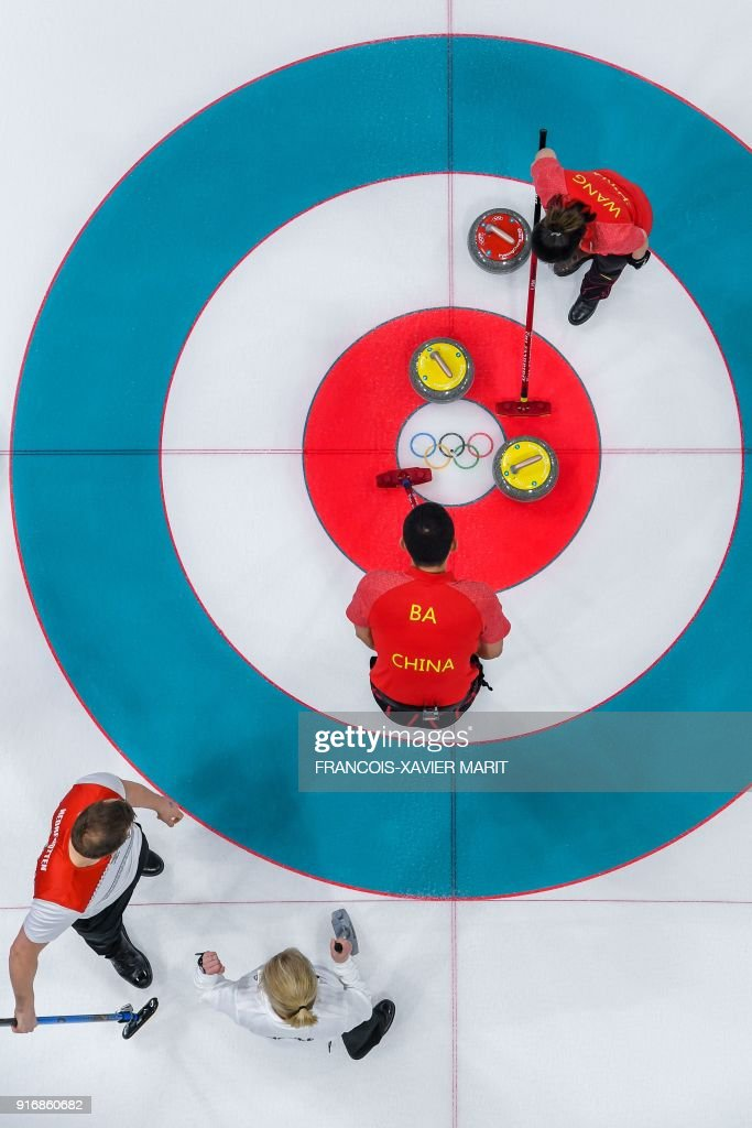 China's Wang Rui and China's Ba Dexin compete against Norway's Kristin Skaslien and Norway's Magnus Nedregotten during the curling mixed doubles round robin session between Norway and China during the Pyeongchang 2018 Winter Olympic Games at the Gangneung Curling Centre in Gangneung on February 11, 2018. / AFP PHOTO / François-Xavier MARIT