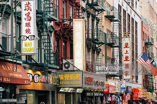 chinatown district in new york city, ny, usa - chinatown stock pictures, royalty-free photos & images