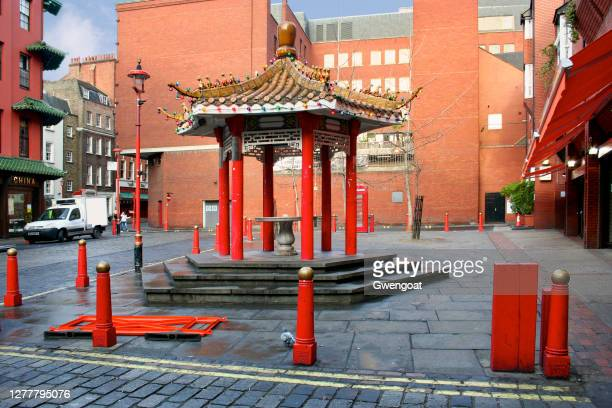 chinatown pagoda in london - gwengoat stock pictures, royalty-free photos & images