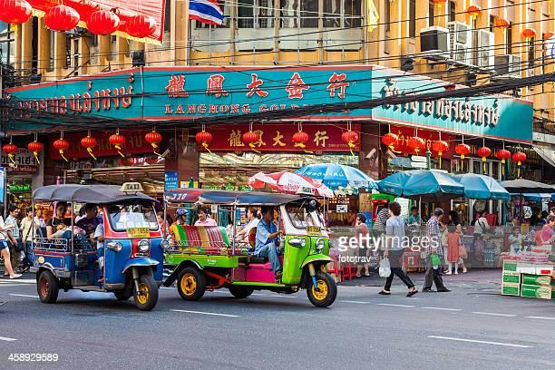 vecindario chino chinatown street vida en bangkok - bangkok fotografías e imágenes de stock