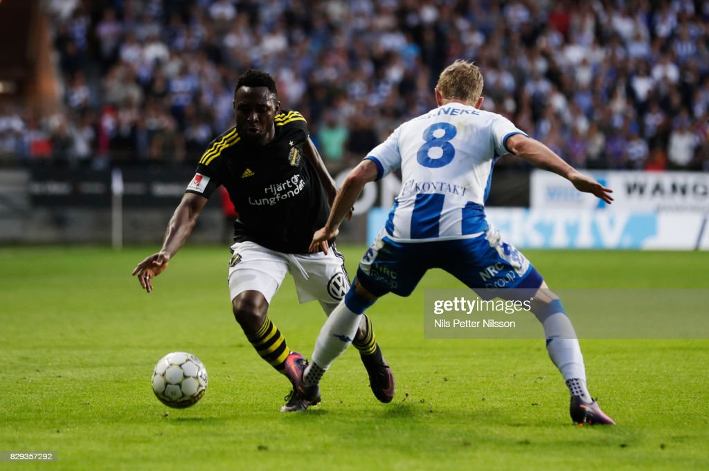 Chinedu Obasi of AIK and Soren Rieks of IFK Goteborg competes for the ball during the Allsvenskan match between IFK Goteborg and AIK at Gamla Ullevi on August 10, 2017 in Gothenburg, Sweden.