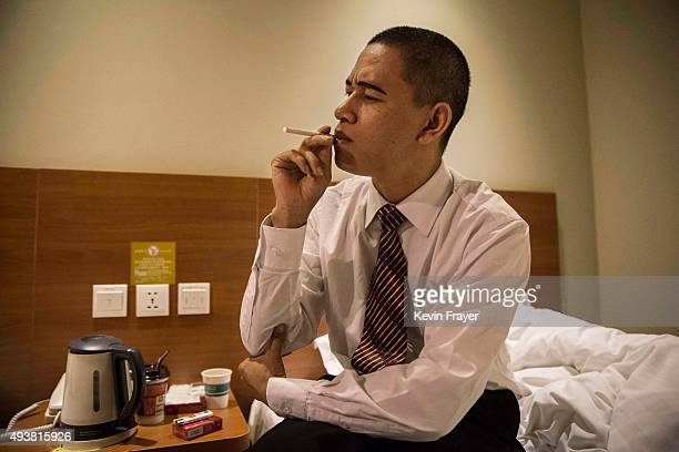 Chinese actor and United States President Barack Obama impersonator Xiao Jiguo 29 years smokes before working on a film set with Kim Jung Un...