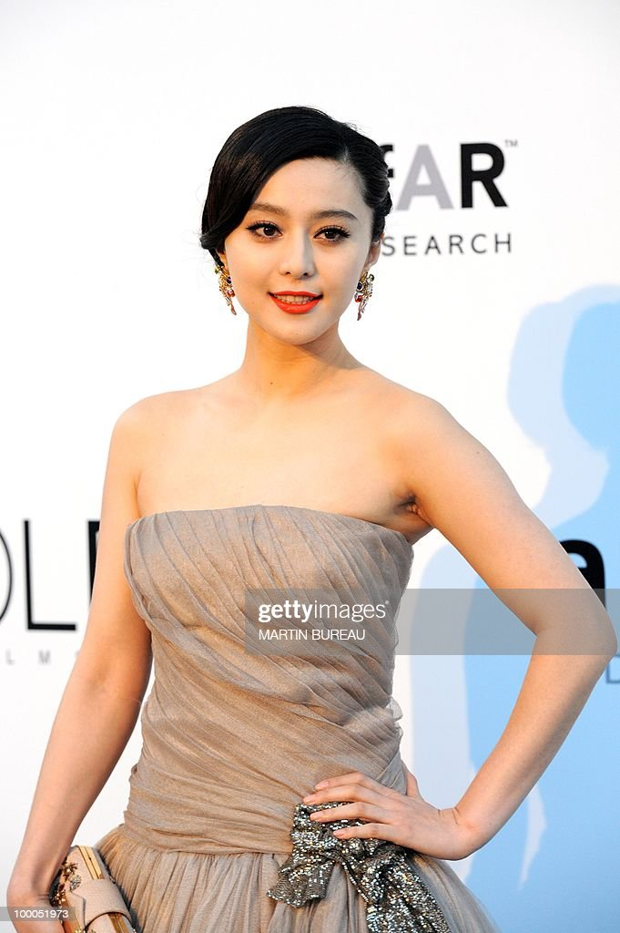 Chinese actress Fan Bing Bing poses while arriving to attend the 2010 amfAR's Cinema Against Aids on May 20, 2010 in Antibes, southeastern France.