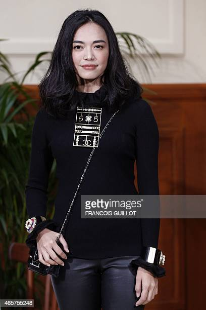 Chinese actress Yao Chen poses before the Chanel 20152016 fall/winter readytowear collection fashion show on March 10 2015 in Paris AFP PHOTO /...