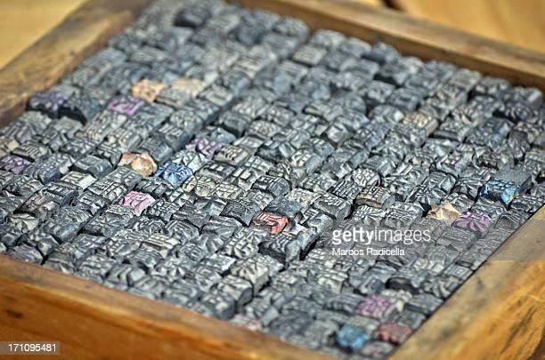 chinese alphabet - radicella photos et images de collection