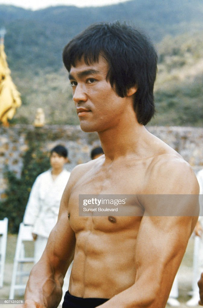 On the set of 'Enter the Dragon' : News Photo
