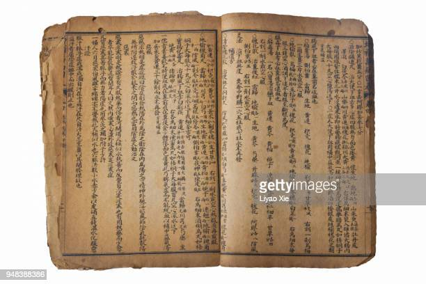 chinese ancient medical book - equipamento à base de papel imagens e fotografias de stock