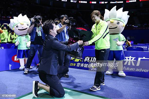 Chinese badminton player Wang Xin receives her boyfriend's marriage proposal on day three of 2015 Sudirman Cup BWF World Mixed Team Championships on...