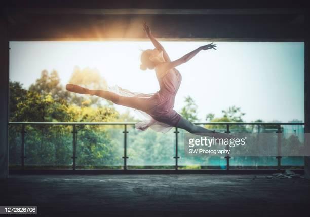 chinese ballet dancer jumping and dancing - darstellender künstler stock-fotos und bilder