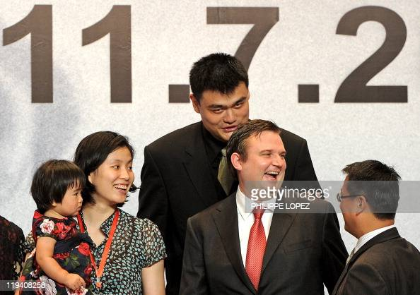 Chinese basketball player and NBA superstar Yao Ming and ...