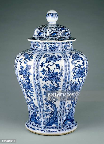 Chinese Blue White Lidded Vase c 16621722 hardpaste porcelain Qing Dynasty 597 x 445 cm The J Paul Getty Museum Los Angeles