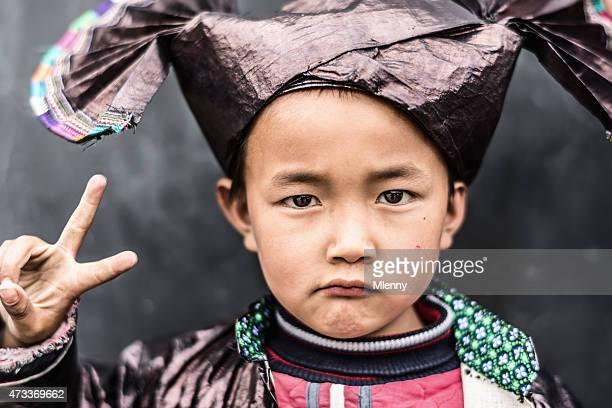 中国の伝統的な少年 Dong 服